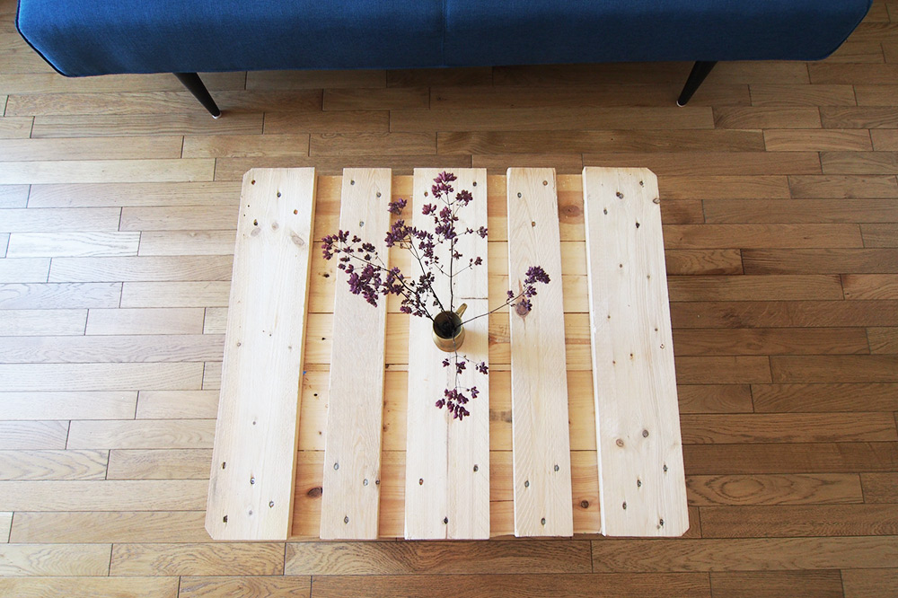 Diy recyclage de palette en bois en table basse chocodisco for Recyclage palette